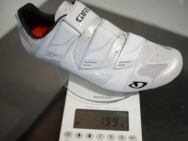 Giro Prolight SLX on the scale without cleats